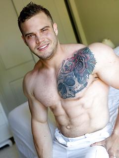 Horny body builder needs dick